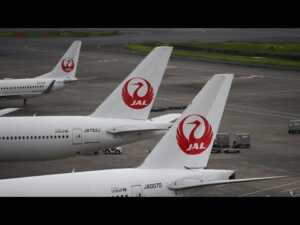 japan-airlines-tumbles-on-share-sale-report